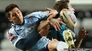Gavin Henson is beaten to the ball