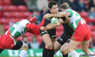 England squad man Brad Barritt on the charge for Saracens