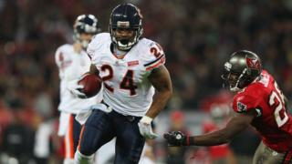 Marion Barber runs in a touchdown for Chicago at Wembley