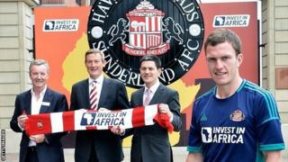 (L-R) Aidan Heavey, CEO Tullow Oil plc, Ellis Short, Chairman Sunderland AFC, David Milliband, Vice-Chairman Sunderland AFC and Sunderland player Craig Gardner at the launch of the deal