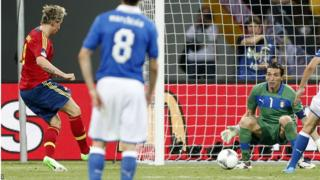 Fernando Torres scores for Spain