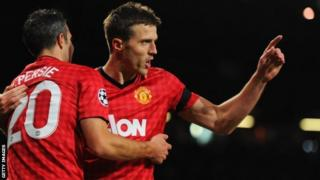 Michael Carrick celebrates after putting Manchester United ahead.