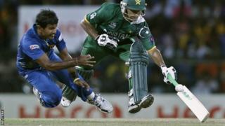 Nuwan Kulasekara looks to run out Mohammad Hafeez