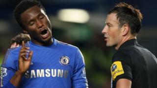 Chelsea's Jon Obi Mikel (l) complains to referee Mark Clattenburg