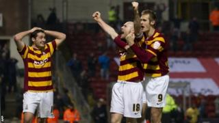 Bradford City's Garry Thompson (front) celebrates with his team-mate James Meredith