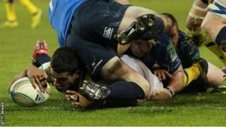 Clermont's Wesley Fofana scores his side's try