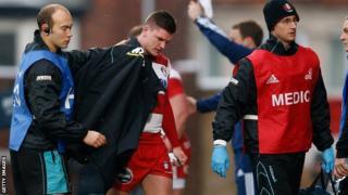 Freddie Burns limps off after knee injury