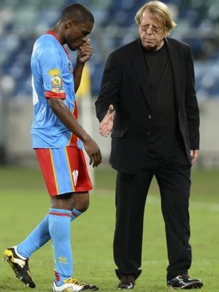 DR Congo midfielder Cedric Makiadi is comforted by coach Claude LeRoy