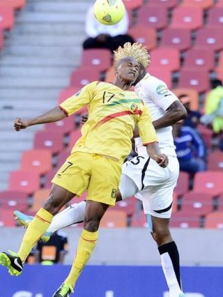 Mali midfielder Mahamane Traore (L) and Ghana defender Isaac Vorsah