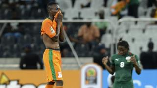 Zambia's Emmanuel Mayuka (L) reacts after Zambia's elimination