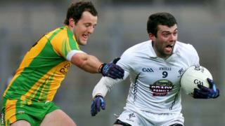 Michael Murphy battles with Padraig O'Neill