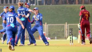 Anya Shrubsole celebrates a wicket
