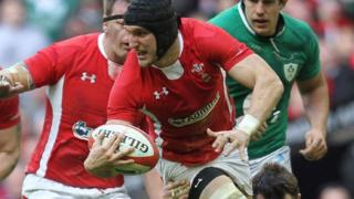 Sam Warburton in action for Wales against Irealand