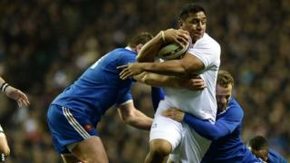 England's Mako Vunipola (centre) is tackled