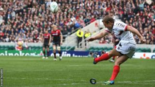 Jonny Wilkinson lands one of his seven successful kicks at goal for Toulon