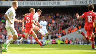 Tottenham's Gareth Bale scores a stunning late winner