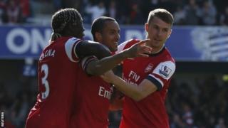 Arsenal celebrate Theo Walcott's early strike