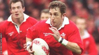 Jonathan Davies playing for Wales in 1997 with Rob Howley in support