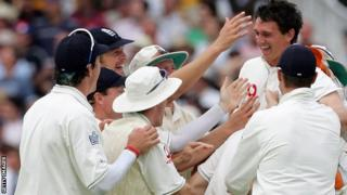 Gary Pratt is congratulated by jubilant team-mates after running out Ricky Ponting
