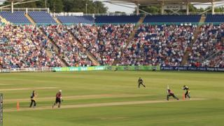 Glamorgan face Somerset in the Friends Life t20 tournament in front of a 9,000- strong Swalec Stadium crowd