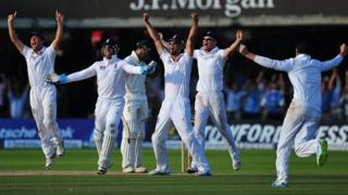 England celebrate a wicket against Australia