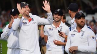 Kevin Pietersen & England celebrate