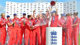 England lift the Women's Ashes