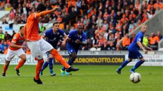 Tom Ince scores a penalty