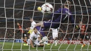 Manchester United's goalkeeper David de Gea (centre) fails to prevent a goal by Shakhtar Donetsk