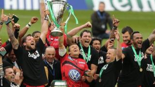 Toulon and Jonny Wilkinson celebrate winning the Heineken Cup