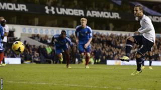 Roberto Soldado score for Tottenham Hotspur