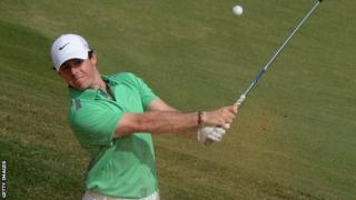Rory McIlroy beats Tiger Woods by one shot in exhibition match