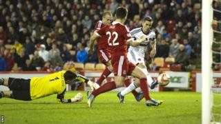 Jamie Walker slips the ball past Aberdeen goalie Jamie Langfield to make it 1-1