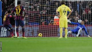 Neymar scores from the penalty spot against to put Barcelona ahead against Villarreal