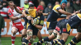 Worcester captain Jonathan Thomas breaks from the back of a scrum in the Aviva Premiership at Gloucester