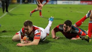 Darren Cave scores Ulster's second try against Munster