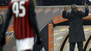 AC Milan coach Clarence Seedorf shows the thumbs up to his players after Mario Balotelli, left, scored a penalty