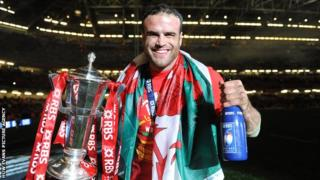 Jamie Roberts celebrates Wales winning the 2013 Six Nations