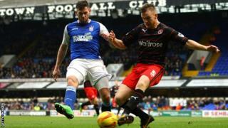 Darryl Murphy challenges Alex Pearce