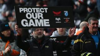 Regions fans protest