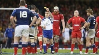 Louis Picamoles is sent off against France