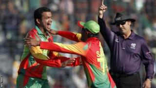 Shakib Al Hasan (left) congratulates Abdur Razzak after he took a wicket