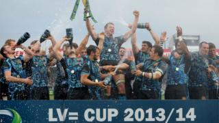 Dean Mumm lifts the LV= Cup trophy