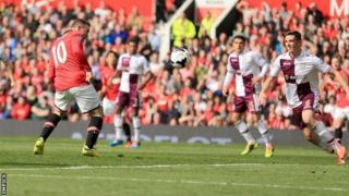 Wayne Rooney heads home Manchester United's equaliser