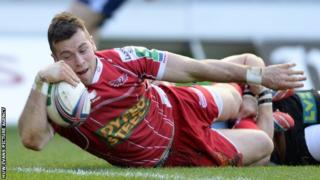 Gareth Davies scoring a try for Scarlets