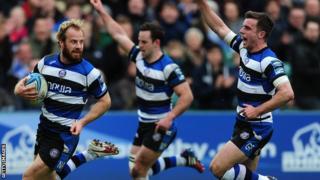 Bath celebrate Nick Abendanon's try against Brive