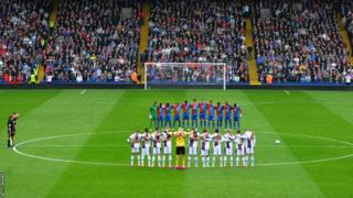 Hillsborough tribute from players, officials and spectators at Selhurst Park ahead of Crystal Palace v Aston Villa