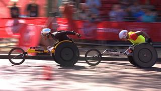 Marcel Hug beats David Weir in the men's wheelchair elite race at the 2014 London Marathon