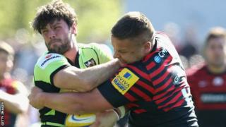 Ben Foden and Richard Barrington battle for the ball