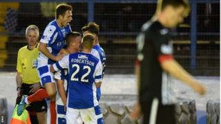 Cowdenbeath celebrate O'Brien's goal